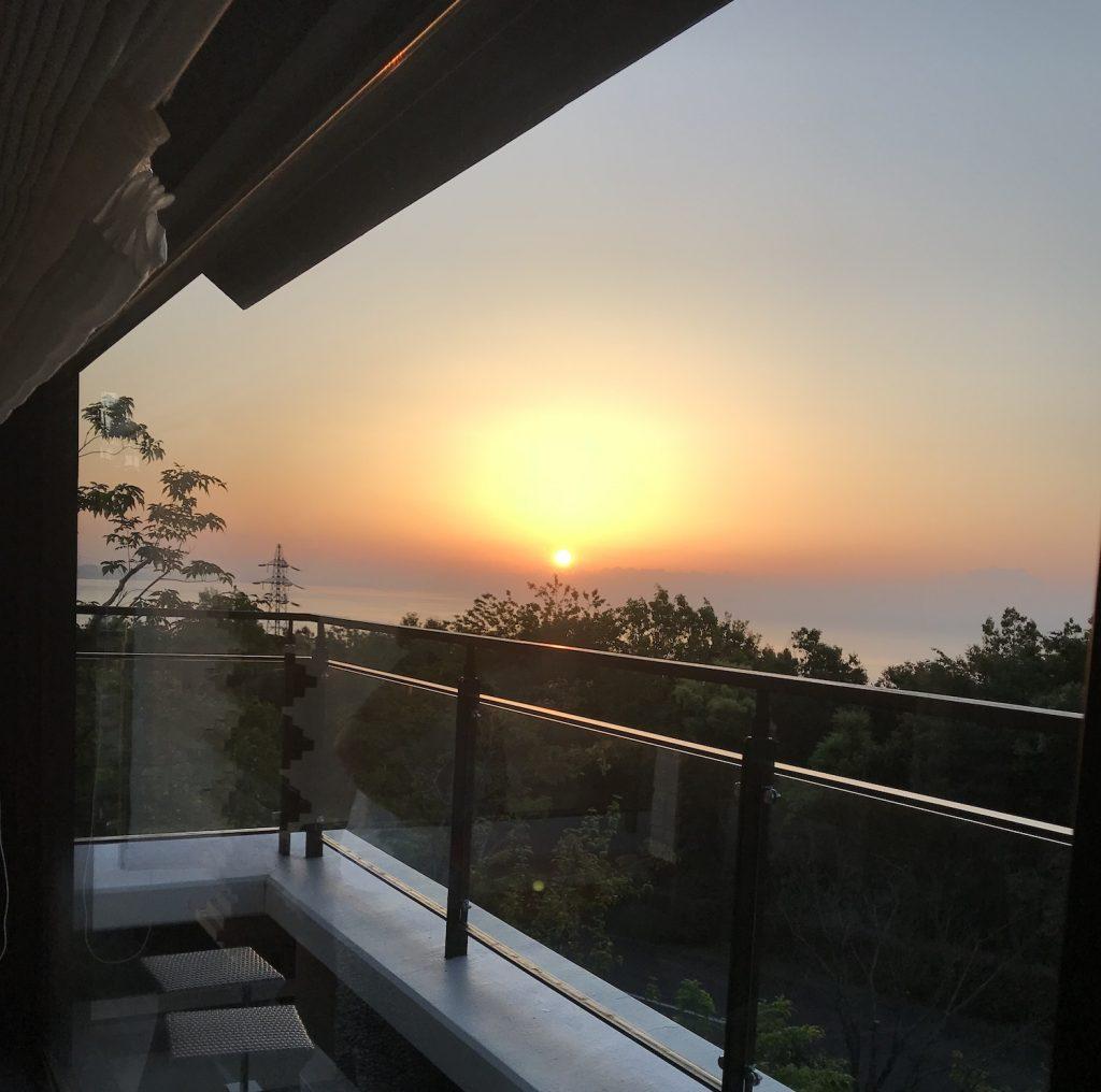 安東様が撮影した日の出のワンシーン。刻々と移り変わる景観に、時が経つのも忘れてしまったそう。