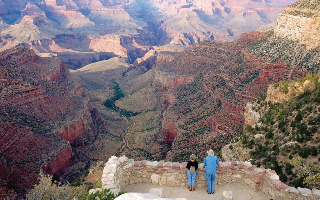 グランドキャニオンの雄大な風景を望むと、全てのものが小さく見えるはず。写真提供:Tauck