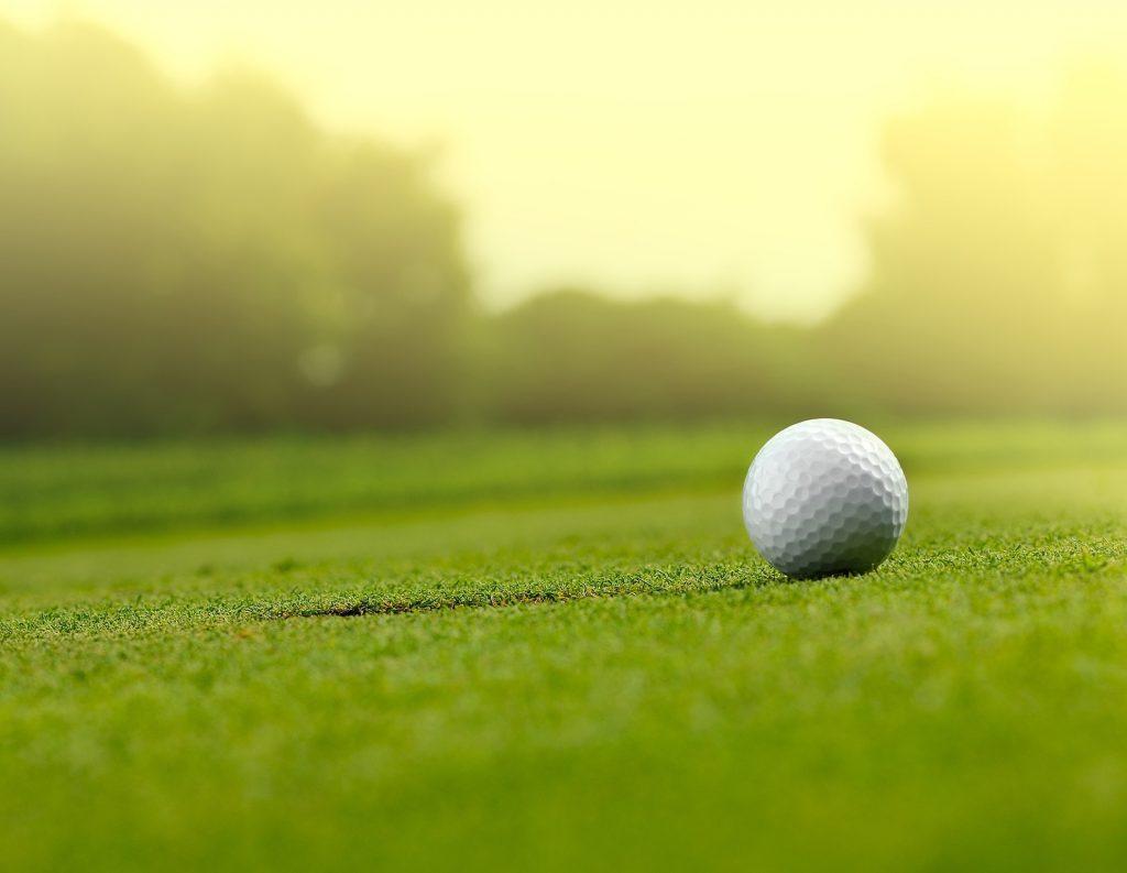北の大地の名門ゴルフコースでプレイ!