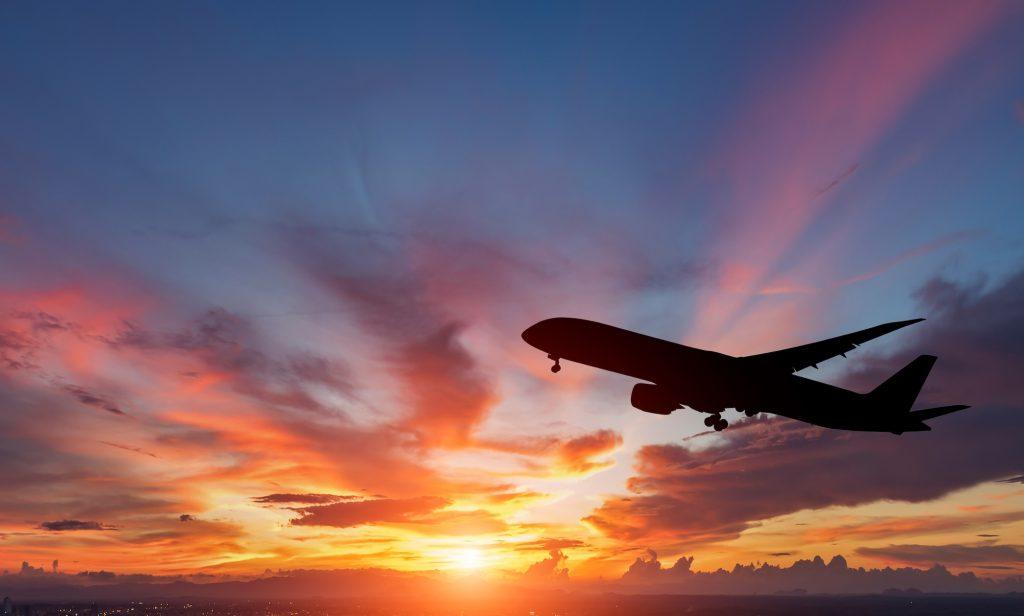 旅のプロがおすすめする、深夜便の機内と到着後の過ごし方