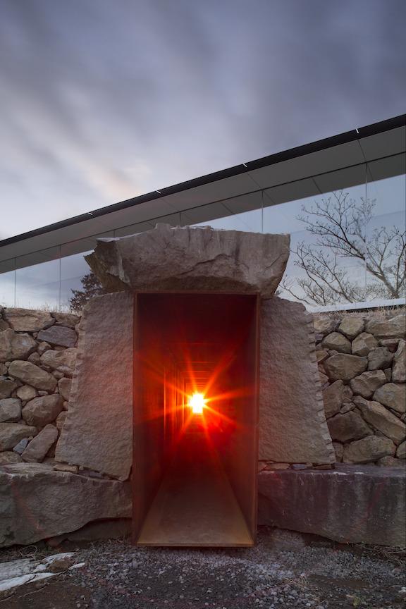 冬至光遥拝隧道 ©小田原文化財団