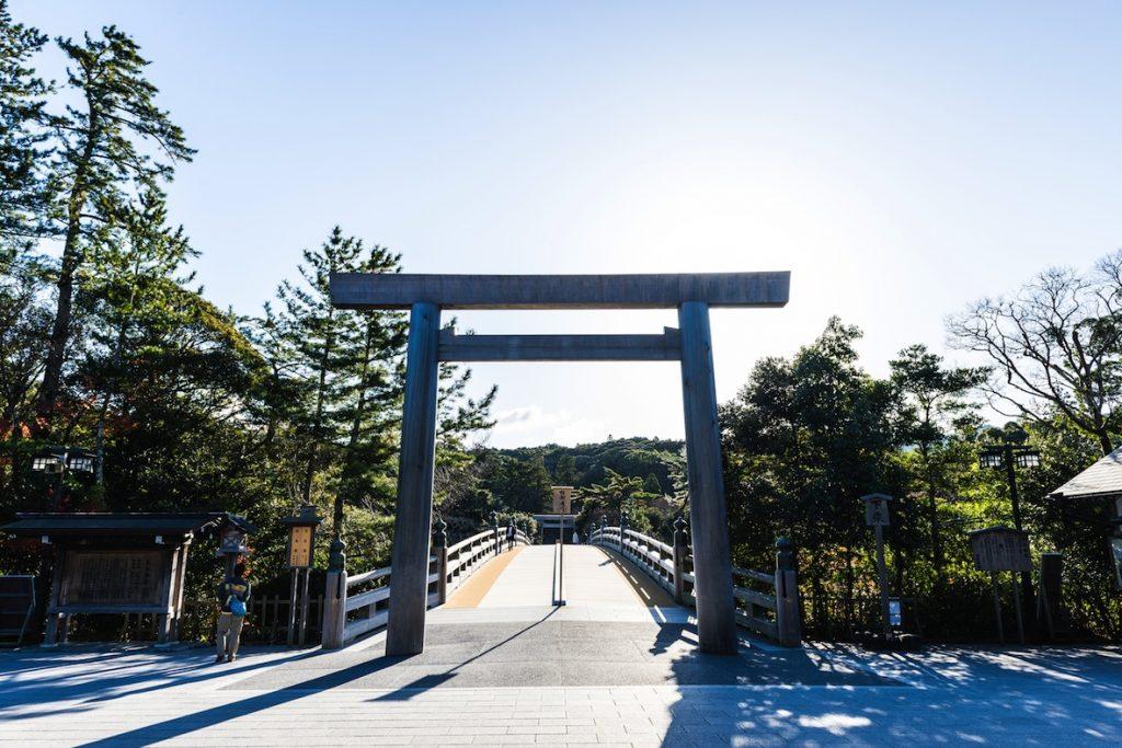 内宮を参拝する際に必ず渡る宇治橋 beeboys / Shutterstock.com