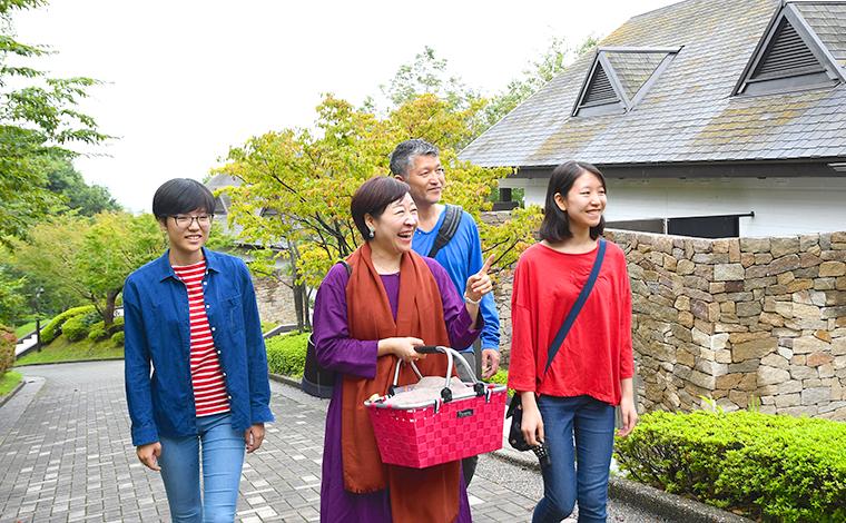 四季折々の豊かな自然を満喫できる、ヒルトン小田原リゾート&スパ本館からの遊歩道