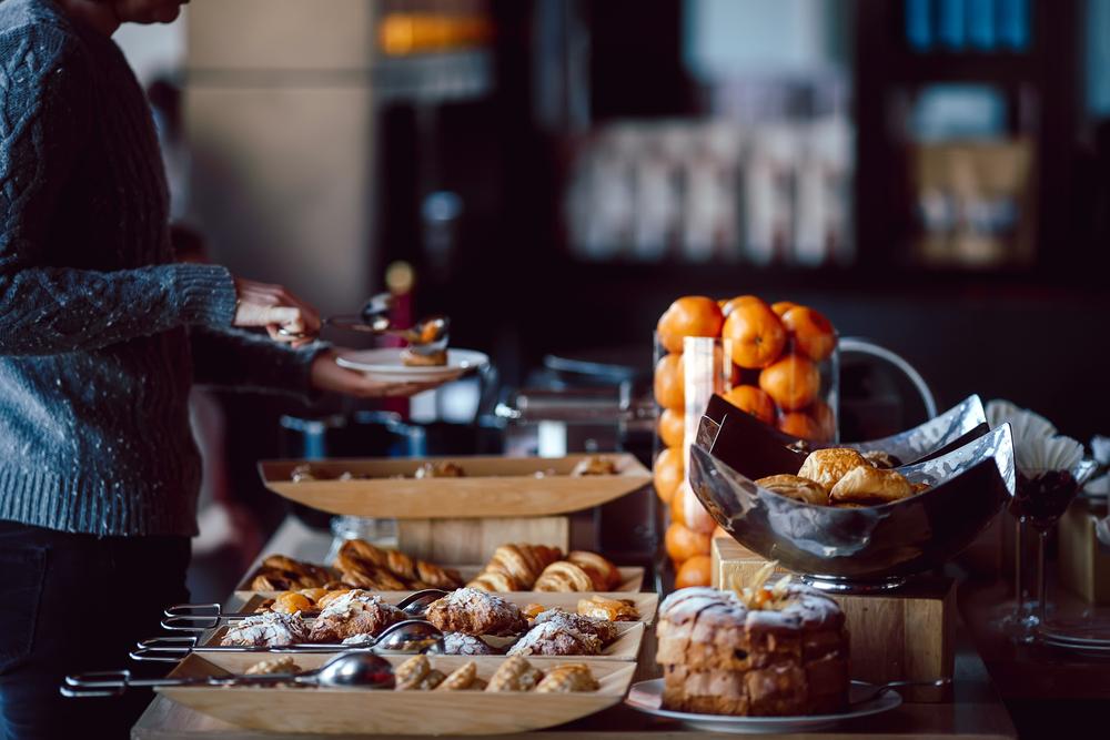 朝食サービス、売店商品券、レイトチェックアウトなど特典多数