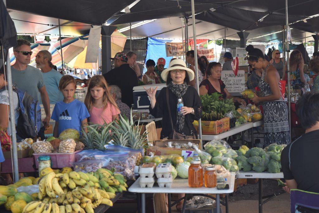 野菜やフルーツなど、新鮮な食材を調達。眺め歩くだけでも楽しそうな雰囲気