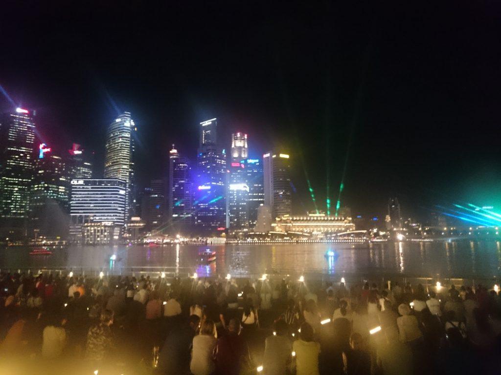 シンガポールで、建築や街並を眺めグルメを楽しむ