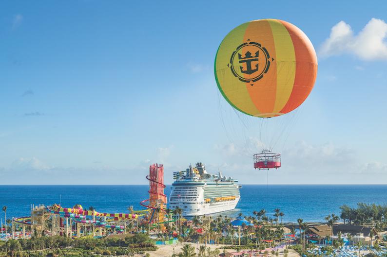 ヘリウム気球「アップ アンド アウェイ」