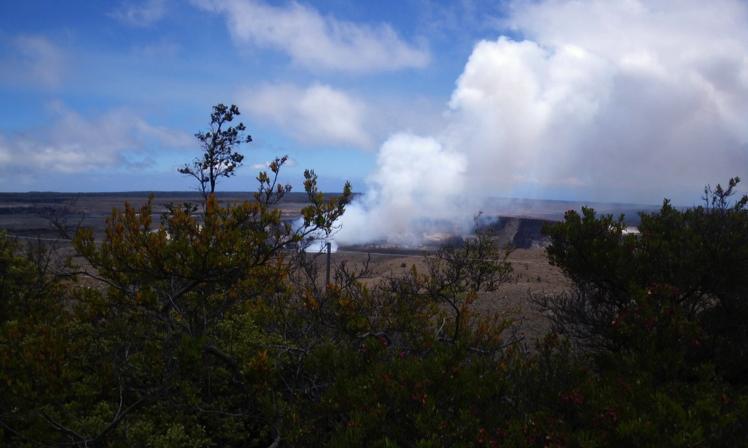 壮大な景色を歩く、キラウエア火山
