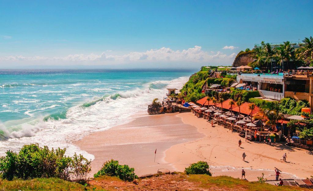 世界有数のビーチや、エキゾチックな文化を楽しむインドネシア・バリ島の旅