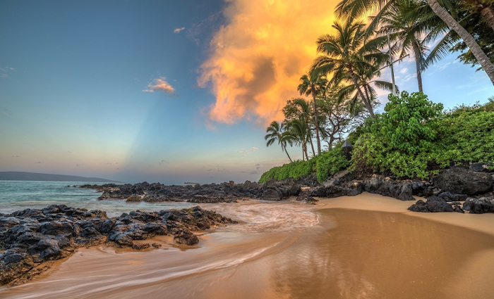 Secret cove of Makena on the island of Maui, Hawaii at Sunrise