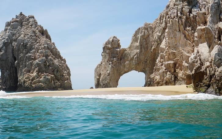 メキシコのロスカボスにビーチリゾートを開発中