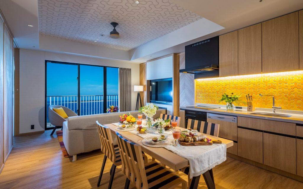 リゾートのキッチンで沖縄料理にチャレンジ